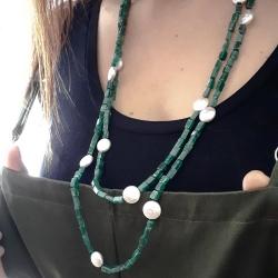 Collanna Chanel da donna, in agata verde muschiata e perle button naturali.