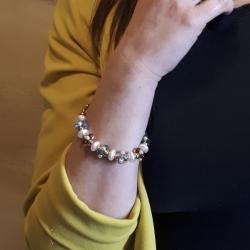 Bracciale donna in argento dorato con perle d'acqua dolce e pietre dure multicolor.