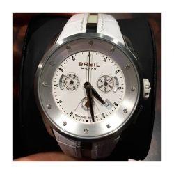 Cronografo da donna della collezione Milano di Breil. Il quadrante è impreziosito da 12 diamanti naturali.
